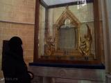 Игумения Ника молится перед Платом Божией Матери в собора г. Шартра
