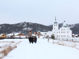 Погода порадовала богомольцев тихим легким снегом