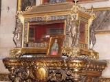 Мощи святой Марии Магдалины выставлены для поклонения в стеклянной раке